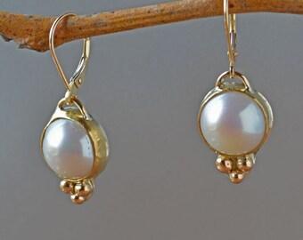 Weiße Perle Ohrringe in massivem Gold, elegante weiße Perle Ohrringe, Süßwasser Perle Aussage Ohrringe, Hochzeit, Braut, Geschenk für Sie