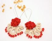 Beige and red rococo inspired dangle earrings - Crochet kidney earrings