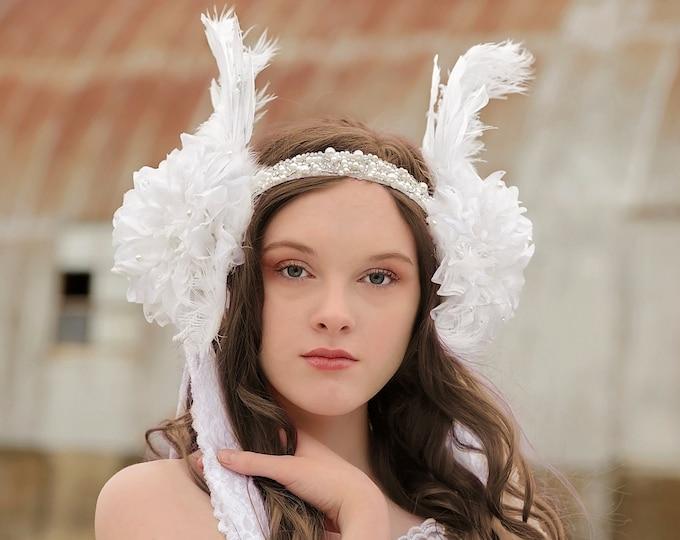White Feather Headdress,White Floral Wedding Headpiece, Boho Bridal Headband, Feather Pearl Flower Crown, Festival Headdress, White Queen