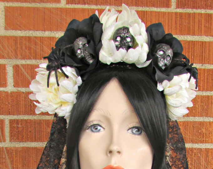 Rose Skull Crown, Day of the Dead Flower Crown, Día de los Muertos Headdress, Veiled Headdress, Skull Headband, White & Black Rose Crown