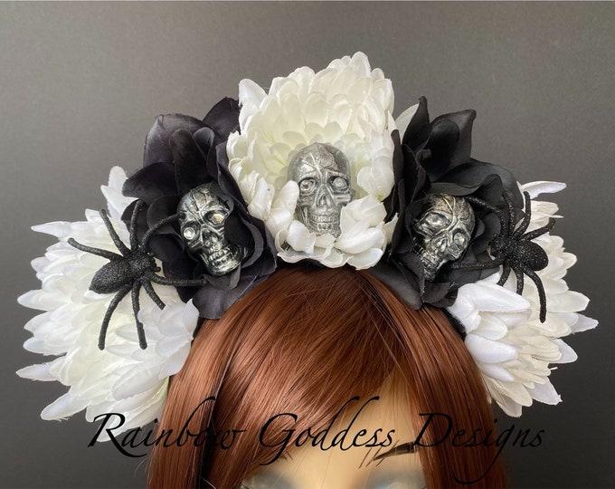 Rose Skull Crown, Day of the Dead Flower Crown, Día de los Muertos Headdress, Veiled Headdress, Skull Headband, White & Black Rose Crown