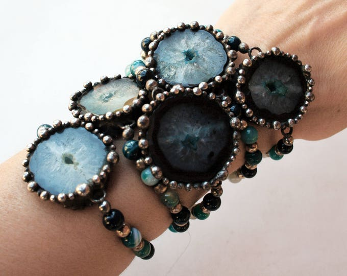 Blue Agate Slice Beaded Bracelet // Geode Slice Agate Crystal Stretch Bracelet