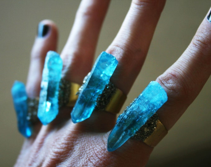 Ocean Blue Quartz Crystal Ring // Bright Blue Crystal Adjustable Size Ring with Pyrite