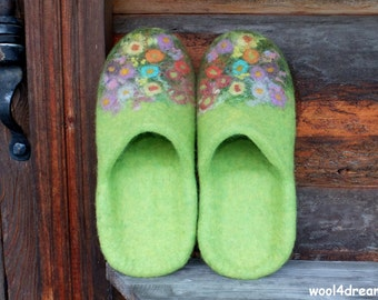 Felt slippers, women slippers, house shoes, slip on slippers, green, flowers, natural  warm wool slippers, Gift for her