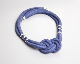 Necklace in navy with sailorknot