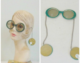 226a0ae179 1960 s Green Fashion Sunglasses   Sunglass   Deadstock   Earrings   Je -  Dol   Green and Gold   Large Frame Sunglasses