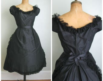 1950's Silk Taffeta Dress// High Society// Lace// Full Skirt// Medium/ Large