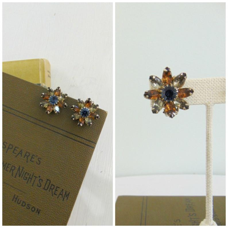 Vintage 1950's Rhinestone Flower Earrings / Weiss / Clip image 0
