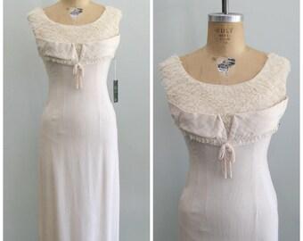 1950's 'Natural Woman' Wiggle Dress// Lace Bust// XS