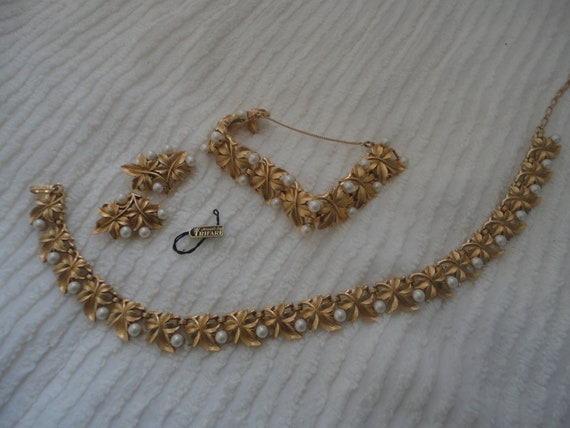 Vintage Jewels by Trifari Faux Gold Pearl Wedding