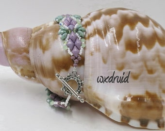 Diamond Beaded Bracelet with Purple Diamond Beads, Green Superduo Beads, Green Faceted 3mm Beads, White Seed Beads, Toggle Clasp