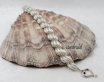 Straight Spiral Bracelet, Spiral Bracelet with a straight core, White and Silver Wedding Bracelet, Heart Toggle Bracelet