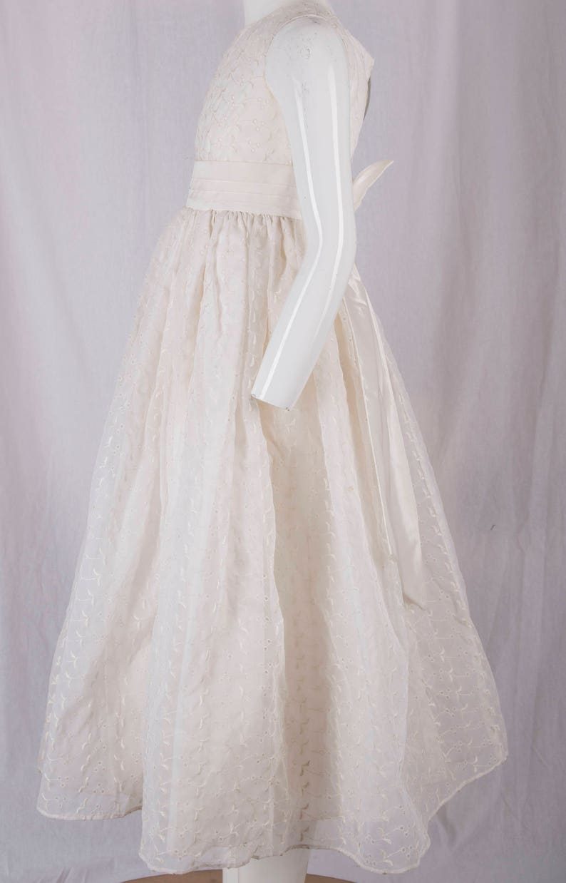 1st communion Mid Century flower girl confirmation lined wvery large bow detail White eyelet cotton girls fancy white dress Clean,