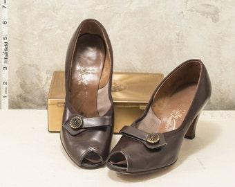 1970s Sally brown leather peep toe heels. Labeled size 6, sensible 3 inch heel