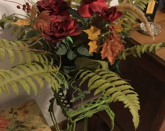 Gorgeous Vintage Multi Colored Floral/Fern/Greenery Arrangement in Wood Box