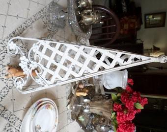 Vintage Iron/Metal White Distressed Pyramid/Triangular Trellis