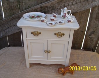 Collectable Doll Play/Display-Working Cupboard/Drawer Dresser