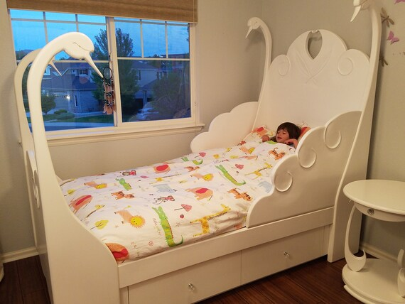Swan Bed With 4 Drawer Under Dresser, White Lacquer Bedroom Furniture Nz