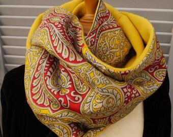 Tour du cou double, snood ou écharpe circulaire, réversible polaire jaune  moutarde et tissu aux motifs cachemire c8831b2d4f8