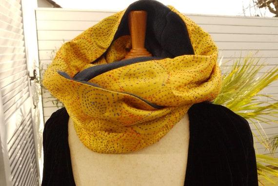 Snood tour du cou foulard circulaire soie brodée main   Etsy 85298a61b16