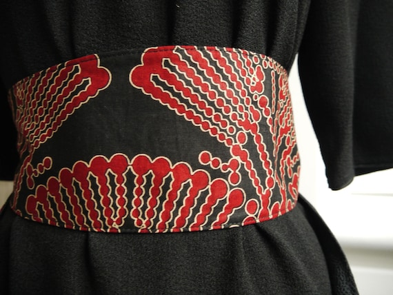 384da58900c6 Ceinture obi style Japon fond noir imprimé rouge doublée noir   Etsy