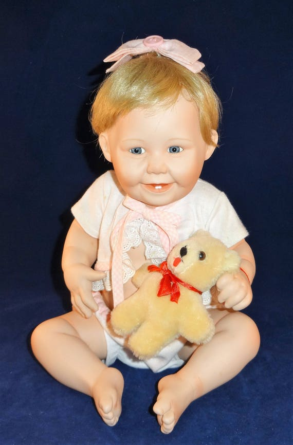"""Ashton Drake Galleries Baby Doll /""""Cute As A Button/"""" New in Box First Issue COA"""