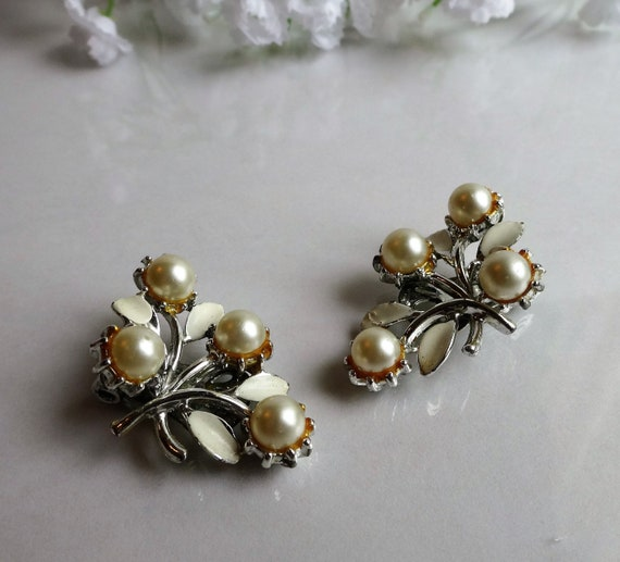 Vintage Ivory Faux Pearls on a Ribbony Design Clip-On Earrings.