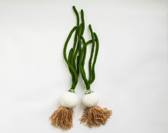 Play kitchen food onions - pretend play food vegetables - Baby soft toy Waldorf toy knitted green white onions - Spring gift for foodie