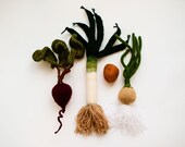 Mini vegetables toy set - pretend play mini food Waldorf educational leek, beet, potato and onion - small vegetables baby gym set miniature