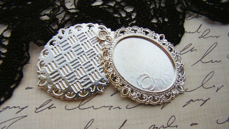 2 Ornate Silver Plated Filigree Cameo Cabochons Pendant Settings 25x18mm Oval