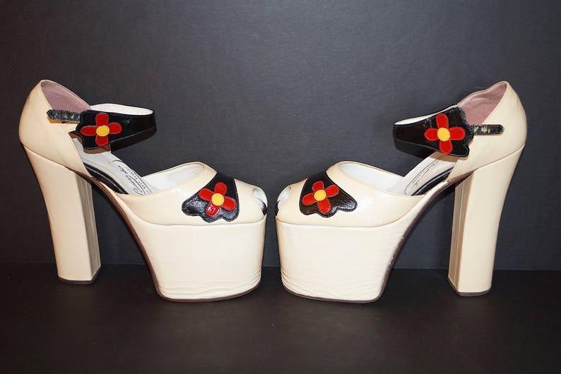 d6d6bd380ca4c 70s Platform Shoes Sky High Heels / 1970s Mod Flower Mary Jane Ankle Strap  Platform Heels / Sky High Peep Toe Platforms Glam Rock Disco Sz 8