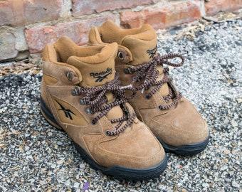 f36f3b073581 Vintage Women s 7 Reebok High Top Hiking Boots