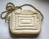 Vintage Quilted Cream Purse 70s 80s Padded Off White Faux Leather Cross Body Chain Shoulder Strap