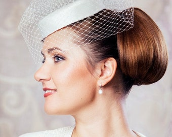 Ivory Bridal Pillbox Hat with Birdcage Veil - Bridal Hat - White Pillbox Hat - Bridal Fascinator - Wedding Hat - 50s wedding hat - Veil hat