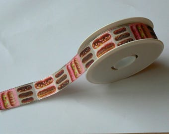 Ribbon chocolate eclairs with 25 mm on a pink and gray background