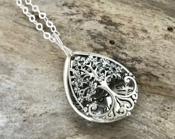 Family Living Locket, Retirement Gift for Her Tree Necklace, Unique Hand stamped, Engraved, Personalized Detailed Personalize, Friendship