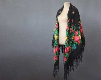 black Russian shawl with yellow irises, with a defect, a very feminine wool wrap with a botanical print, NWOT