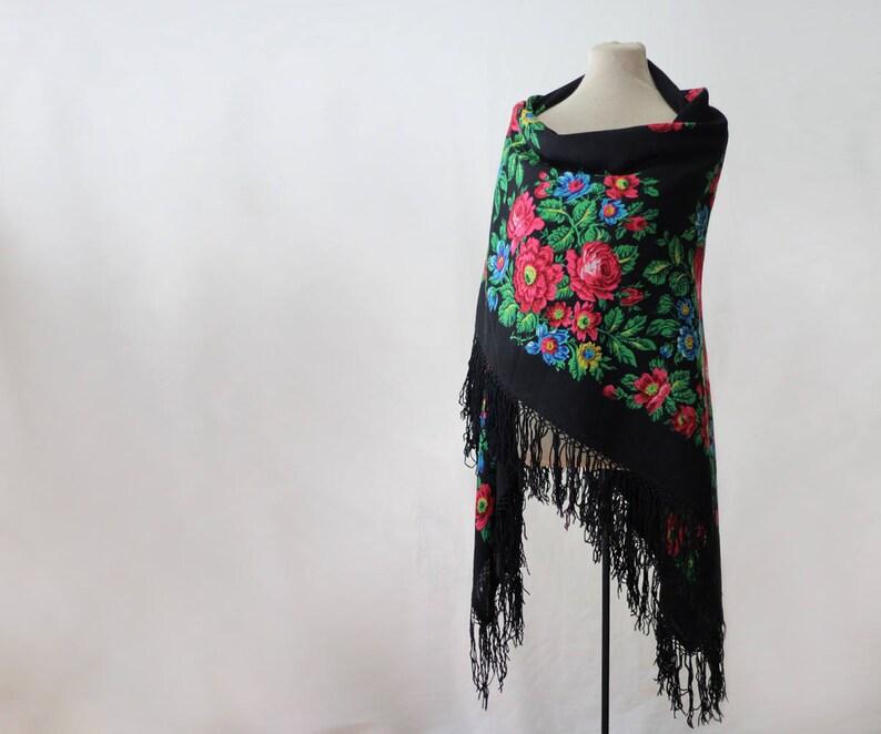 ad5e90b571 Rosyjski szal czarny z róż i kwiatów pola sztuki ludowej