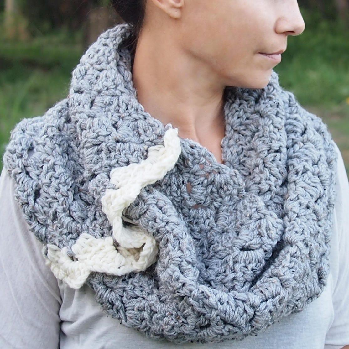 Crochet PATTERN women infinity circle loop scarf, woman capelet ...