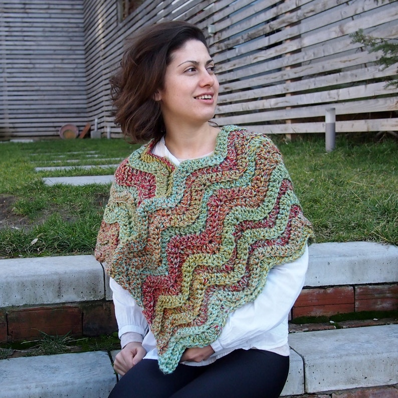 eec514f73be7d8 Crochet PATTERN ripples poncho woman weaves cape caplet