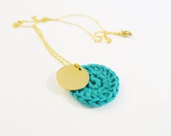 Collier médaillon crocheté