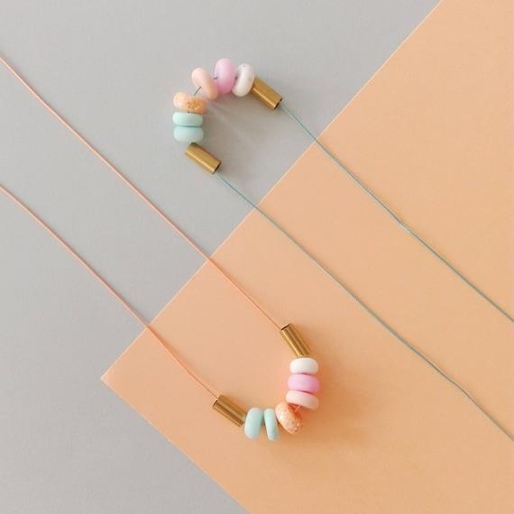 """Sautoir réglable """"Spring"""" - Perles colorés et fil de soie"""