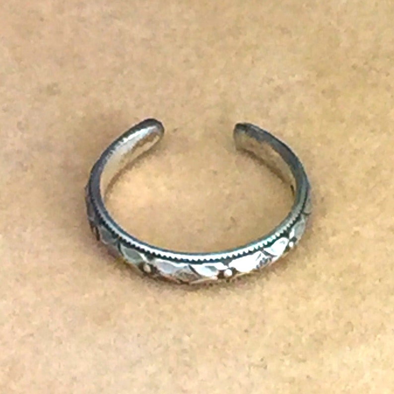 Geometric  Diamond Pattern Toe Ring  Sterling Silver  image 0