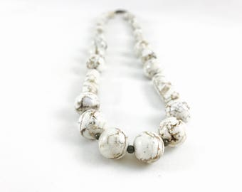 Chunky howlite necklace, white necklace, fashion accessory, jewelry necklace, boho jewelry, boho style, fashion jewelry