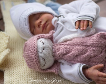 Naptime dolls. PDF knitting pattern. Knitted in the round. Doll for small babies