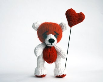 VALENTINE  Bear with heart- knitting pattern (knitted in the round)