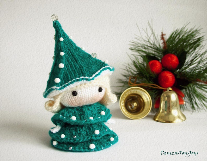 Small Doll in the Christmas Tree dress. Tanoshi series toy. image 0