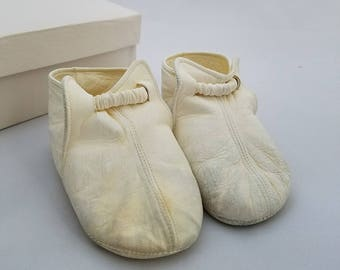 6d733867853 Vintage 50s Baby White Leather Crib Booties - Unisex - Size 2 - Made in  Italy - Marshall Fields