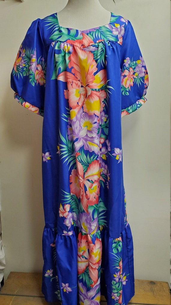 Vintage Woman's Bright  Blue Hawaiian MuMu Day dre