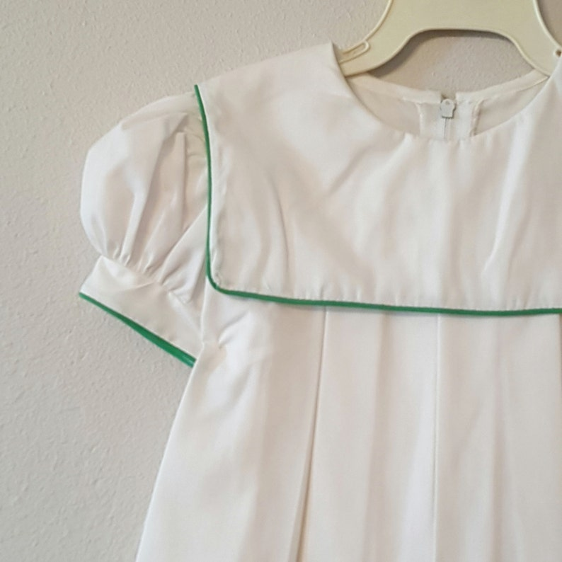 84973d8961 Vintage Girls White Dress with Green Trimmed Collar Sizes 2t